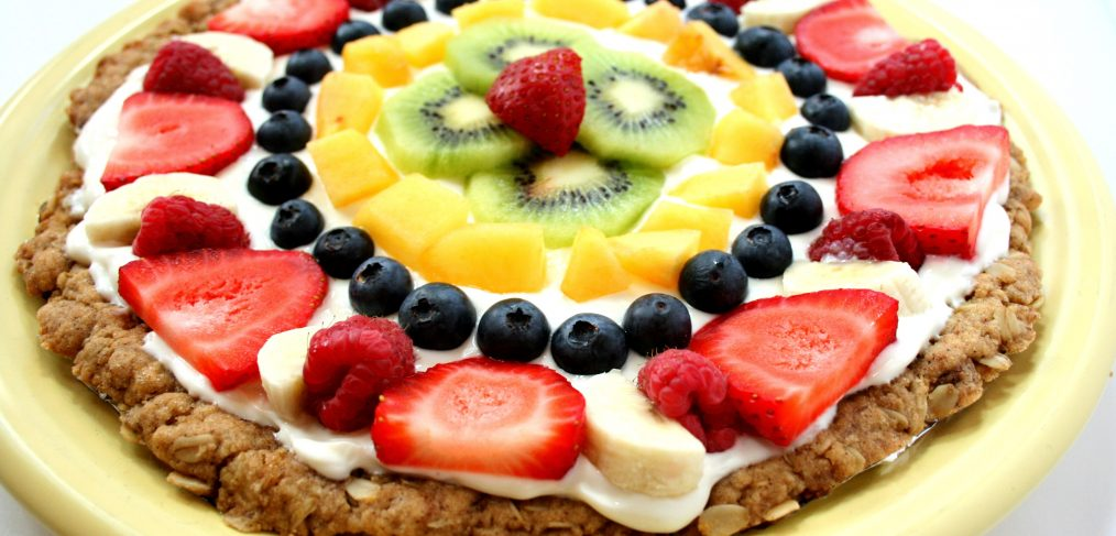 A healthier twist on the classic sugar cookie fruit pizza.